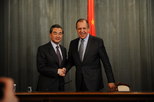 王毅:中国从不干涉美国内政 美国手伸得太长了