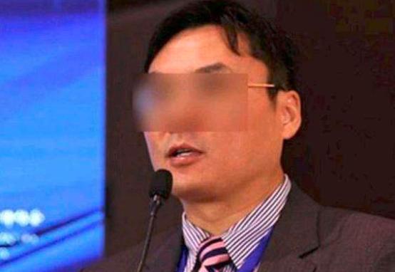 鲍毓明涉性侵养女案调查结果公布