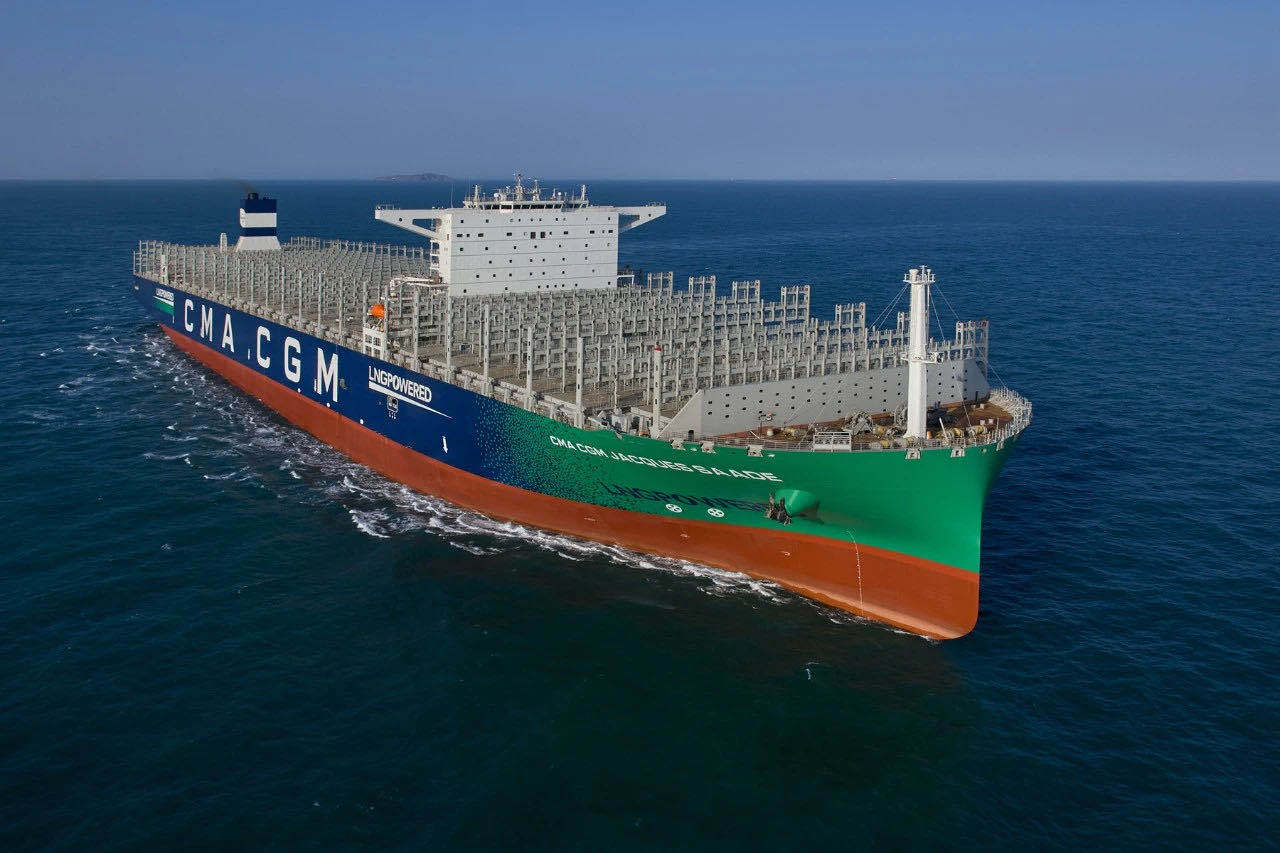 全球最大LNG动力集装箱船在沪交付,有多厉害?