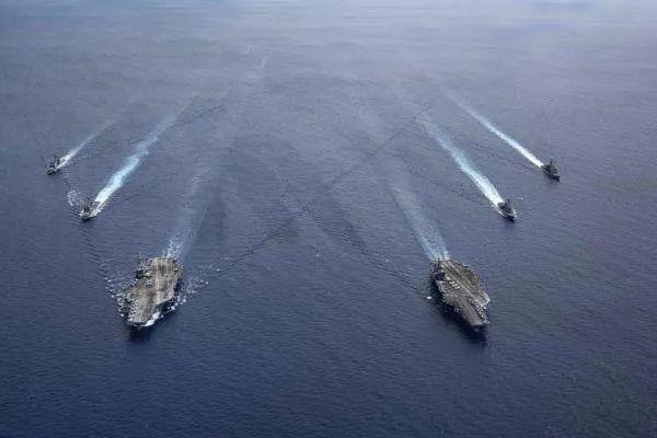 """▲资料图片:美海军""""里根""""号和""""尼米兹""""号组成双航母编队巡航。(美海军官网)"""