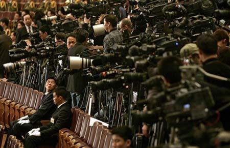 抗疫与抗议夹击中的美国新闻媒体角色与影响