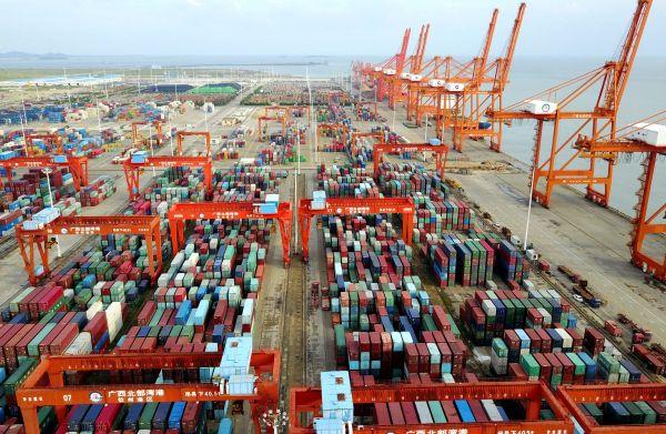 这是广西钦州保税港区码头。新华社