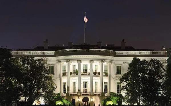 还在玩火!居然让他进白宫!