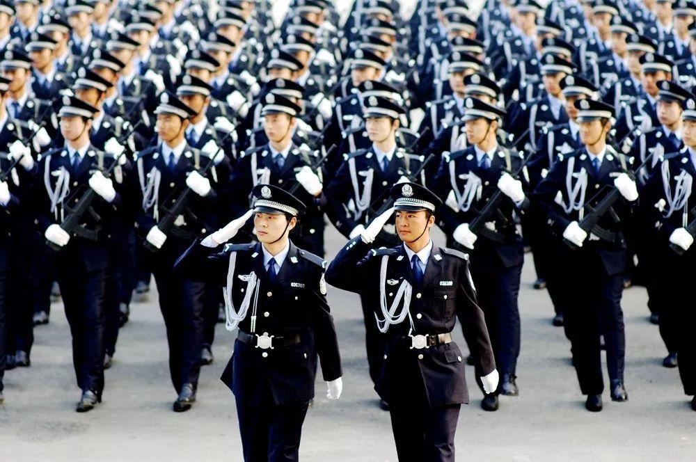 人民警察队伍是一支英雄辈出正气浩然的队伍