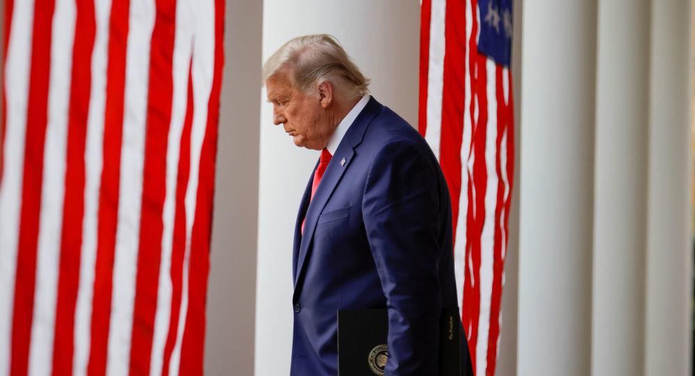 """特朗普终于""""反省""""!白宫也降半旗,特朗普支持者:终究是错付了"""
