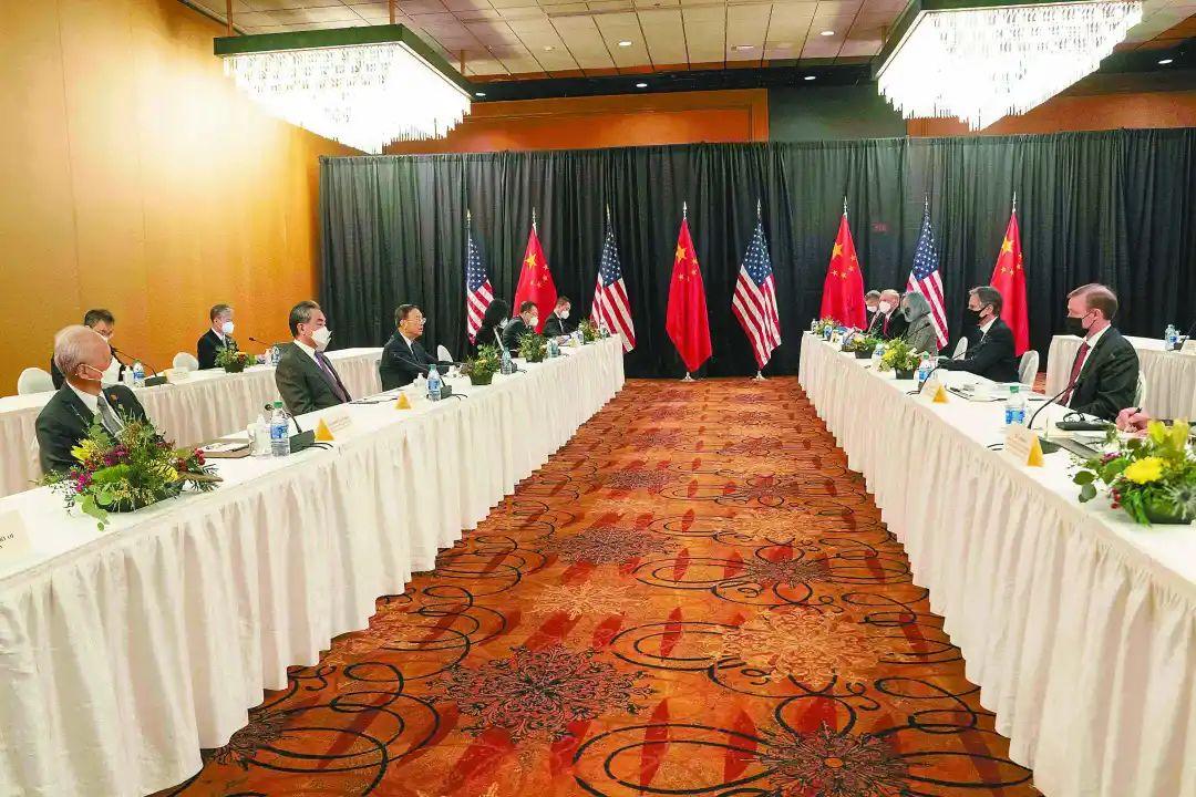 北京时间19日,中共中央政治局委员、中央外事工作委员会办公室主任杨洁篪在中美高层战略对话开场白中阐明中方有关立场。