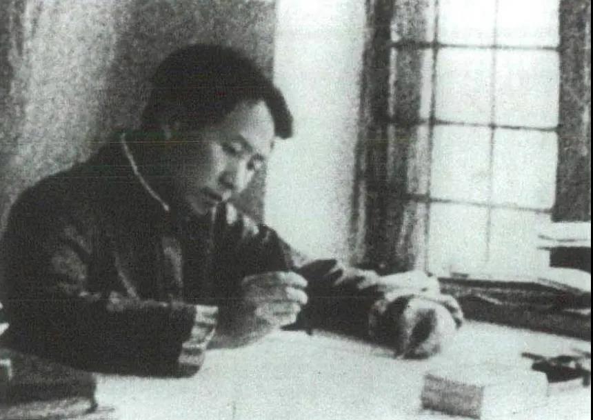 """毛泽东如何驳斥""""亡国论""""和""""速胜论""""?"""