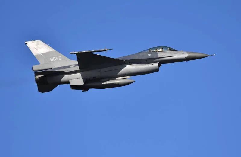 """台湾4架F-16A诡异行踪引发全网关注,对岸小蔡的""""逃跑计划""""?"""