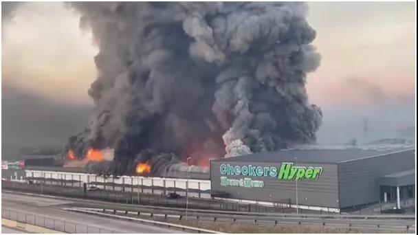 现场直击南非暴乱:火光枪声,犹如末日!