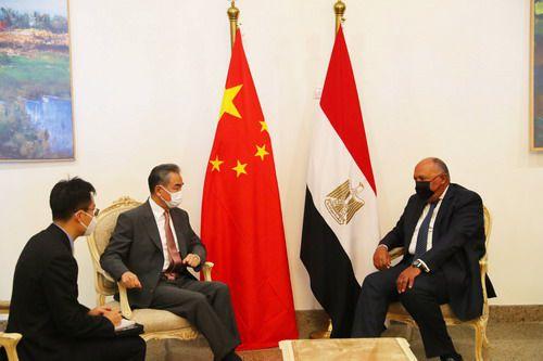王毅同埃及外长舒凯里举行会谈