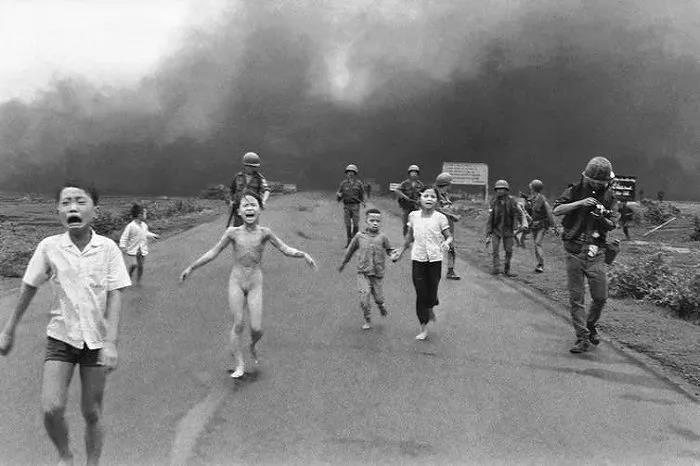 上海南站日军空袭下的那个儿童,你的哭声我们都记得