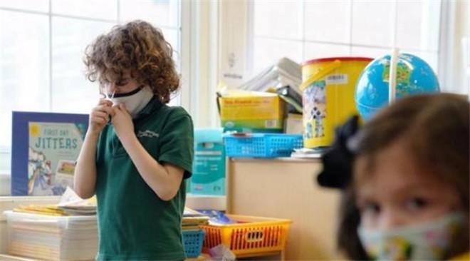 开学在即 美国儿童新冠病例激增惹人忧