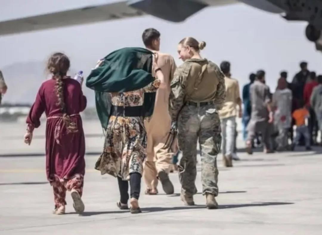 美国女兵死在阿富汗,可怜吗?