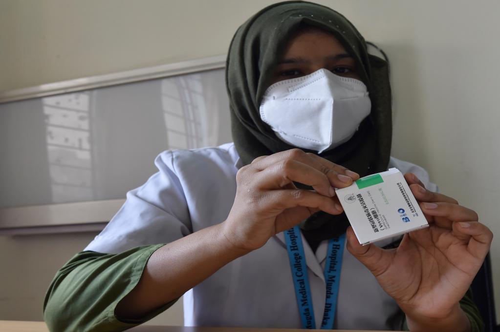 中国首批供应COVAX疫苗运抵巴基斯坦和孟加拉