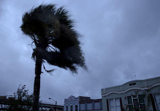"""飓风""""艾达""""袭美酿灾 新奥尔良全城断电"""