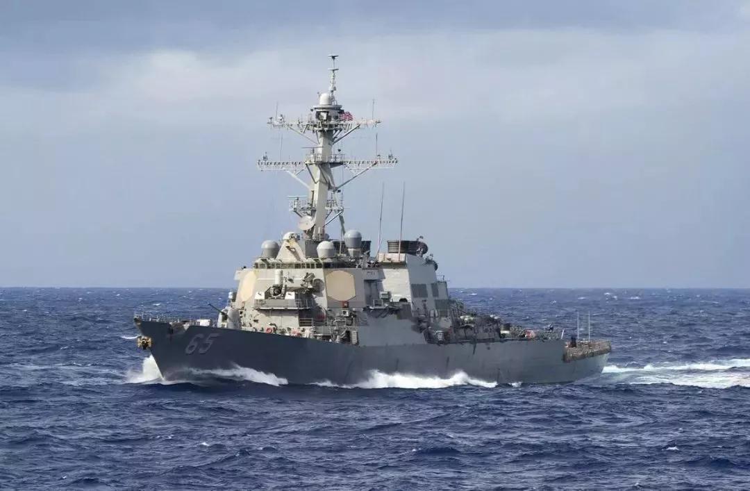 美舰擅闯中国南沙岛礁邻近海域 南部战区回应