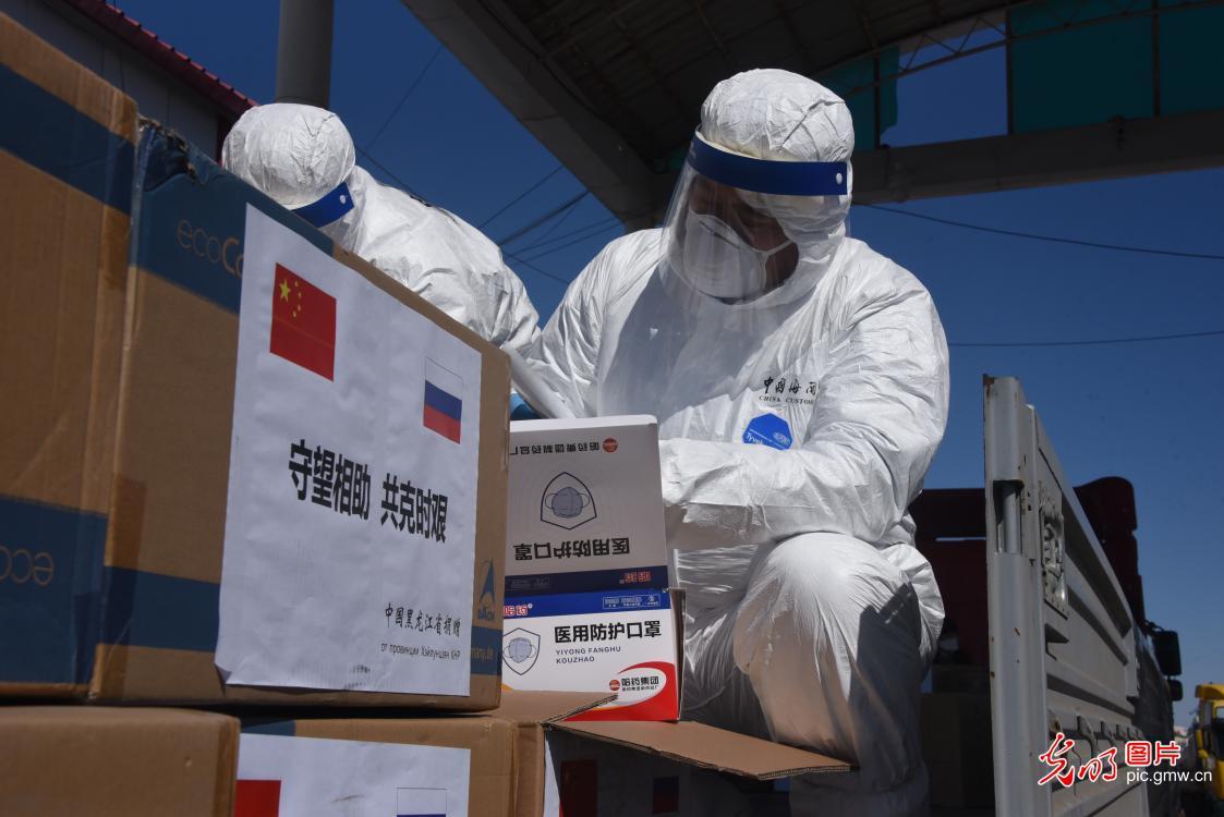 """五个""""率先""""彰显推动抗疫合作的中国担当"""